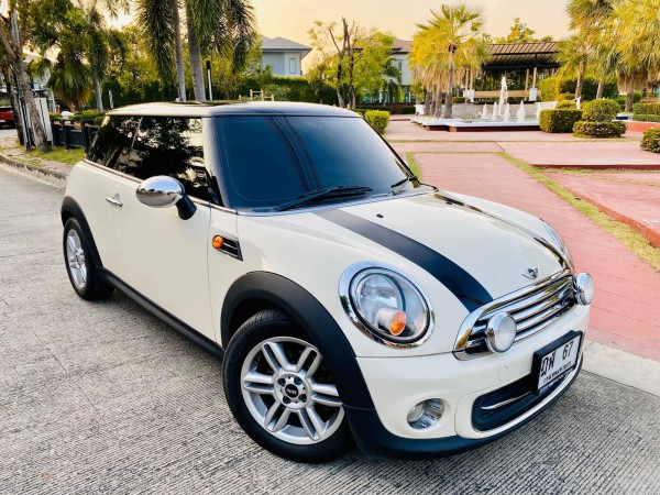 Mini Hatch (Cooper) Gen2 R56 ปี 2012 สีขาว