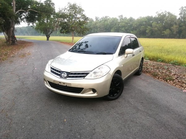 Nissan Tiida Latio ปี 2010