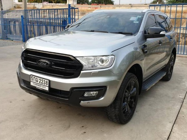 Ford Everest ปี 2016 สีเงิน