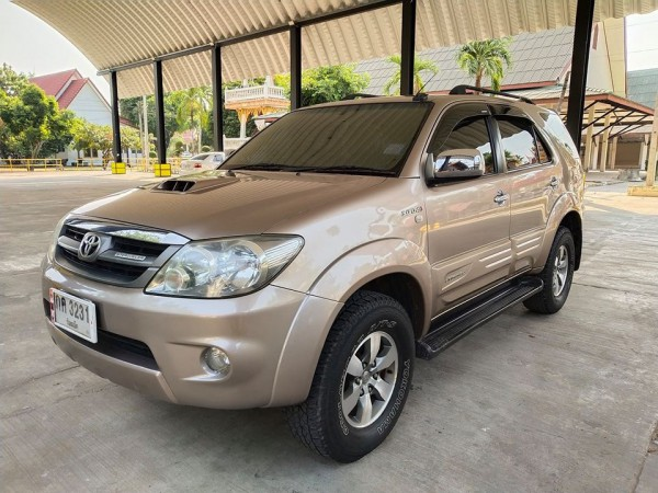 Toyota Fortuner ปี 2006 สีทอง